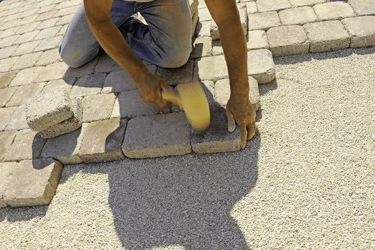 Kosten stratenmaker 2018 overzicht offerteadviseur for Tuin laten bestraten