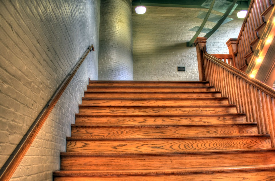 Houten trap kosten overzicht 2018 - Geschilderde houten trap ...